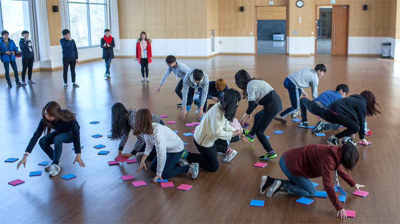 New first year student, playing Campus Match games at the UNIST Kyungdong Hall on Thursday, February 26, 2015. [Photo Credit: Studio Ingam]