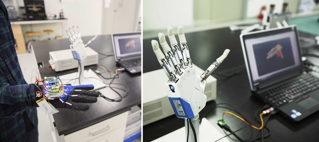 배준범 교수팀이 개발한 특수장갑(왼쪽)과 이 장갑으로 제어가 가능한 로봇손(오른쪽)의 모습. 특수장갑은 손가락의 미세한 움직임을 꼼꼼히 측정해 로봇을 제어하는 것은 물론 가상현실의 촉감 전달까지 가능하다.