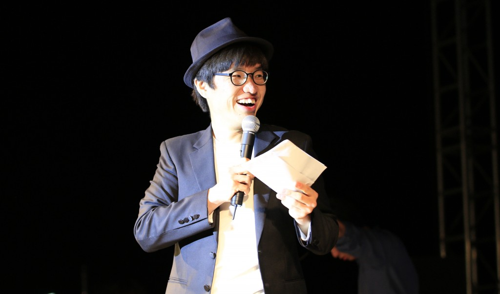 저녁에 열리는 무대인 '청야가요제'와 '동아리 공연'의 사회를 맡은 MC 철구의 모습. 철구는 UNIST 11학번 박철현 학생이다. /사진: 스튜디오 인감-이수민