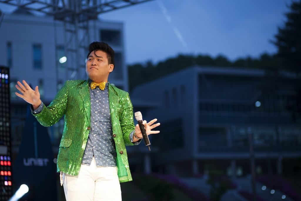 '청야가요제'에 참가한 학생들은 각자의 개성을 뽐내며 멋진 노래 실력을 선보였다. /사진: 스튜디오 인감-설지훈