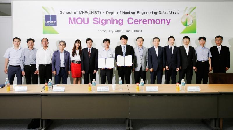 UNIST 기계 및 원자력공학부와 베트남 달랏대원자력공학부가 24일 오전 10시 자연과학관 E208호에서 MOU를 체결했다.