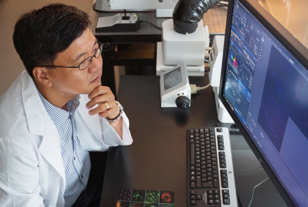UNIST는 최첨단 연구장비를 갖췄을 뿐 아니라, 이들 장비를 공유할 수 있는 시스템을 갖췄다. 명 교수는 이런 부분이 UNIST의 강점이라고 말했다. | 사진: 안홍범