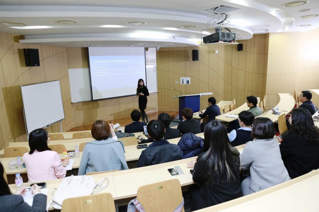 UNIST 기술경영전문대학원이 개원해 첫 수업을 지난 2일 가졌다.