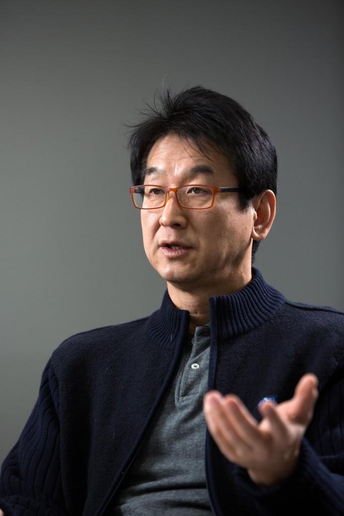 이윤식 교수가 UNIST 스마트센서연구센터와 협업하고 있는 기업에 대해 소개하고 있다. | 사진: 안홍범
