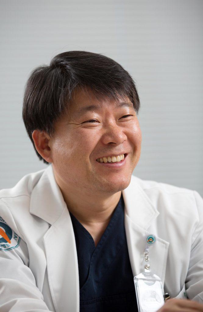 박능화 울산대 교수는 간암전문의로서 활약하며 간암 치료에 관한 연구도 꾸준히 진행 중이다. | 사진: 안홍범