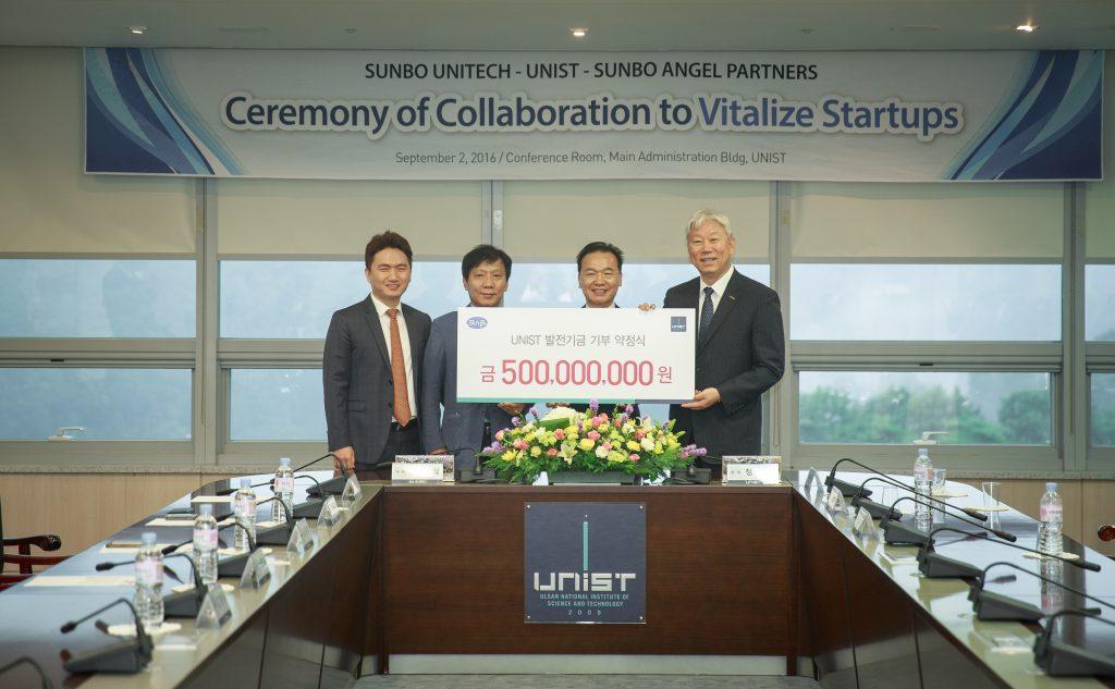UNIST는 선보유니텍으로부터 기부금 5억 원을 받고 기술지주회사 설립에 나선다_(왼쪽부터) 최영찬 선보엔텔파트너스 대표, 최상식 선보유니텍 부사장, 최금식 선보유니텍 대표이사, 정무영 UNIST 총장