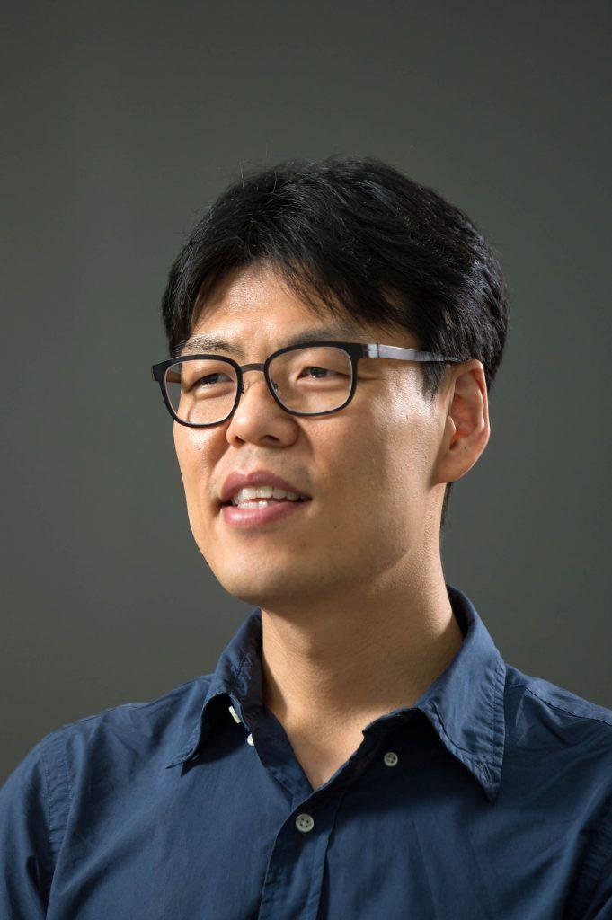 이창수 교수가 유기성폐기물 바이오화가스장치와 미세조류 배양장치에 대해 소개했다.   사진: 안홍범