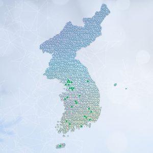 이 프로젝트에 참여한 한국인들의 연고지를 녹색 점으로 표시한 대한민국 지도로 '한국인 표준 게놈지도'를 나타냈다.