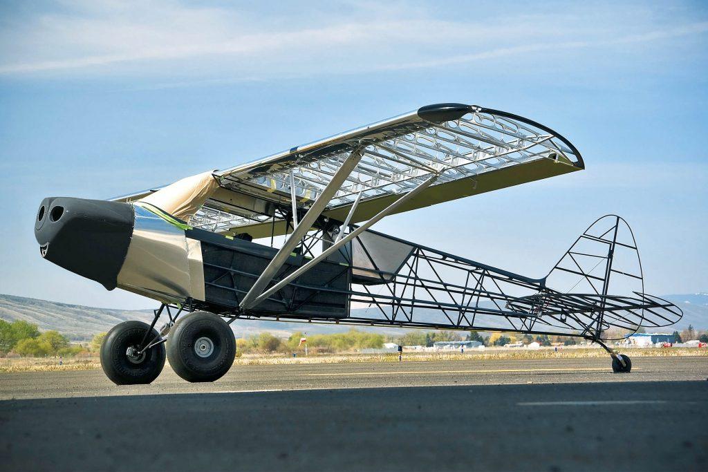 탄소섬유를 이용해 만든 경비행기. 탄소섬유는 같은 크기일 경우 보통 408kg에 달하는 경비행기의 무게를 1/3로 줄였다.