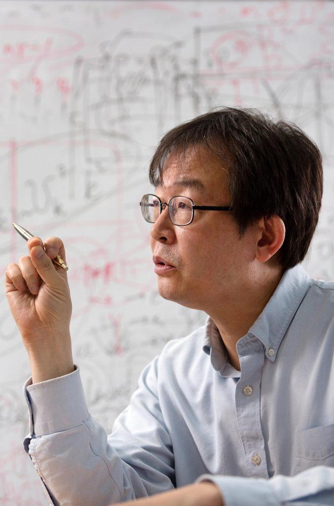 류 교수에게 이론천체물리학은 어쩔 수 없는 선택이었지만, 그를 대가로 키우는 중요한 계기가 됐다. | 사진: 안홍범