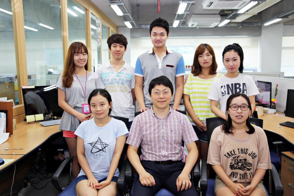 2013년 촬영한 임정호 교수팀의 모습. 현재 임정호 교수팀에는 15명의 대학원이 소속돼 있다.