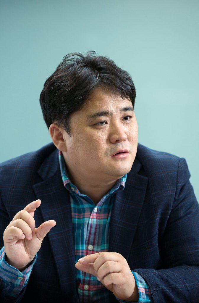 송명훈 신소재공학부 교수는 페로브스카이트의 다양한 적용 분야를 안내했다. | 사진: 안홍범