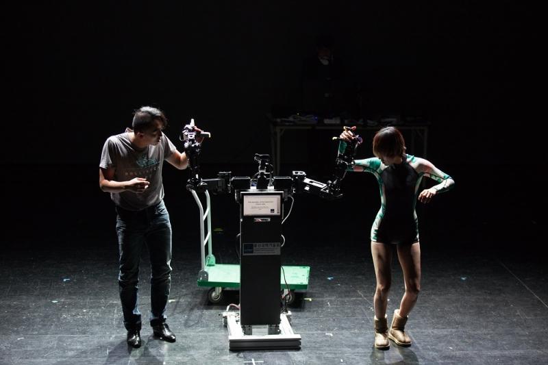 쉘 위 댄스? 로봇과 인간의 댄스 앙상블!