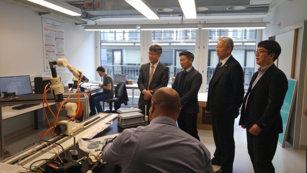 방문단이 바젤대의 이노베이션 파크를 방문해 바이오 3D프린팅 분야 연구 협력을 논의했다.