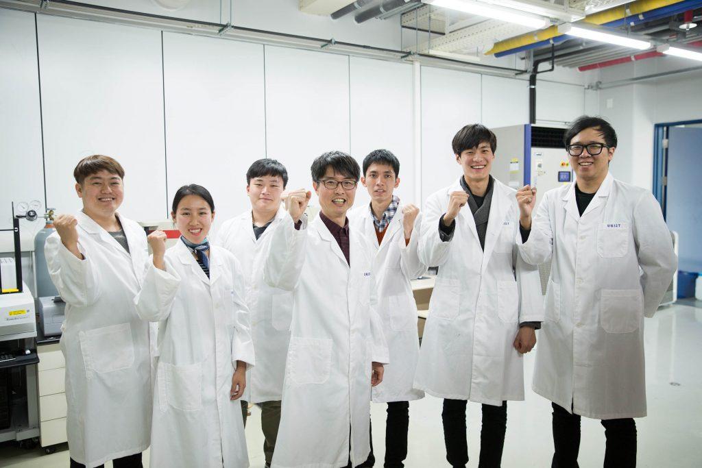UNIST 원전해체핵심요소기술 원천기반 연구센터 연구진_(왼쪽에서 네번째) 김희령 센터장