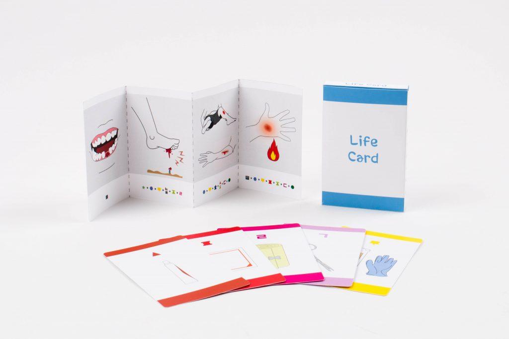 라이프 카드는 상황 카드와 지침서로 나뉜다. 기호와 그림으로 설명이 정리돼 문맹률이 높은 지역에서도 유용하다. | 사진: 척팀