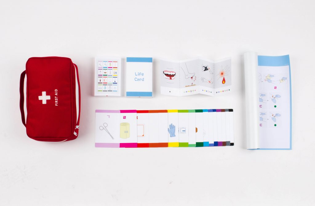 응급처치 키트와 함께 보급할 수 있는 라이프 카드(Life Card)의 모습. | 사진: 척팀