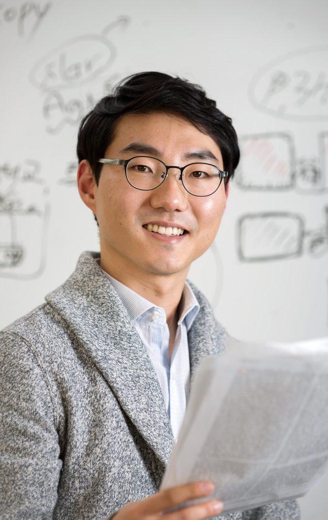 최효성 교수는 UNIST에서 쌓은 실력을 바탕으로 자신만의 연구를 해나가는 젊은 연구자로 성장하고 있다. | 사진: 안홍범