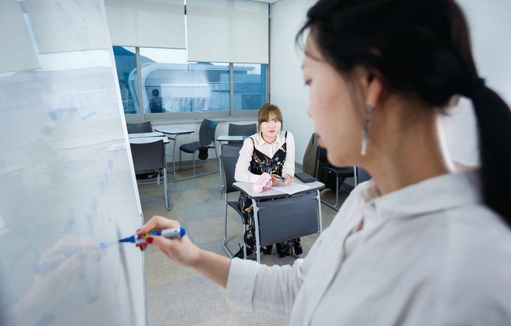 언어교육원에서 러시아어 수업을 들으며 미래를 위해 한 걸음씩 걷고 있는 서동은 학생. | 사진: 안홍범