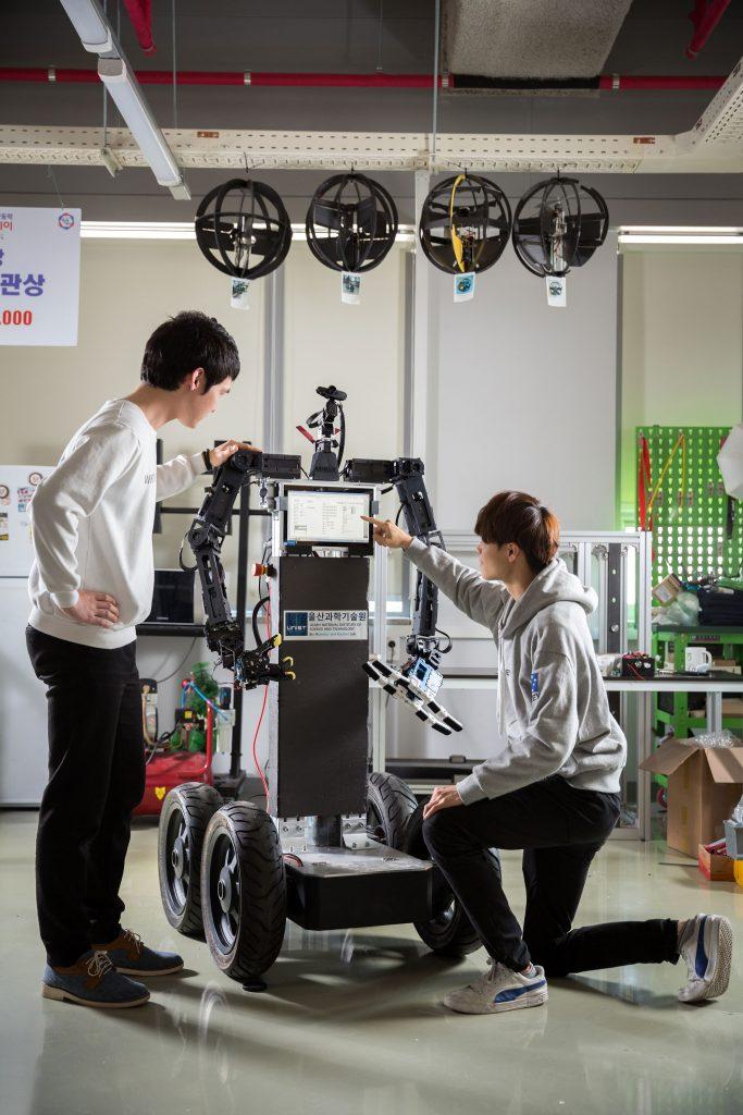 배준범 교수팀에서 개발한 '아바타 로봇'의 모습. | 사진: 김경채