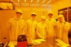 UNIST-하버드공대-하계-프로그램-장면_클린룸에서-태양전지-공정-실습.jpg