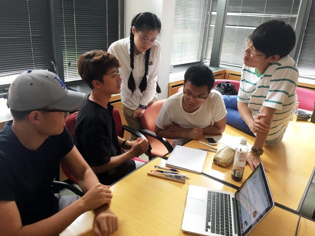 한국과 중국, 미국에서 모인 학생들은 자유롭게 토론하면서 새로운 아이디어를 발전시켰다.