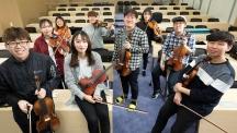 악기 연주를 통해 감성을 기르고 연습을 통해 연주 기술을 적절히 학교생활에 활용할 줄 아는 피어 리더쉽 현악기초반 학생들. | 사진: 안홍범