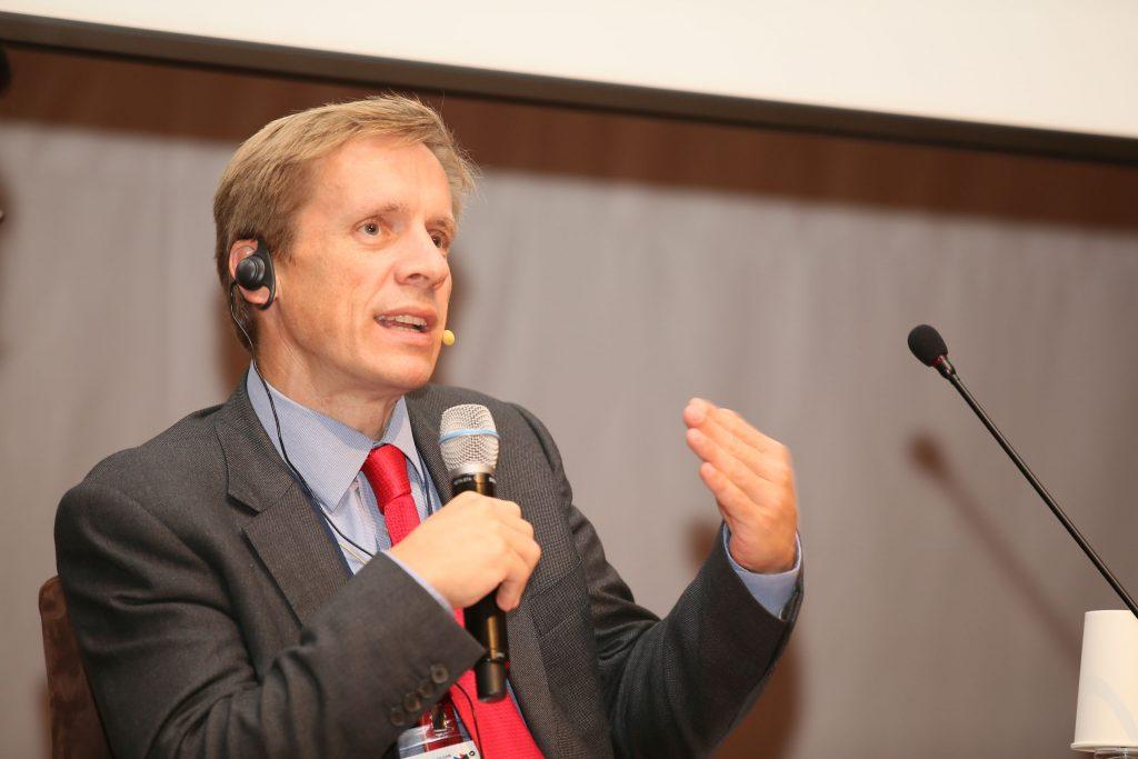 세계경제포럼(WEF)에서 아시아 총괄을 맡고 있는 저스트 우드는 WEF 제조의 미래위원회가 하는 일을 소개했다. | 사진: 김경채