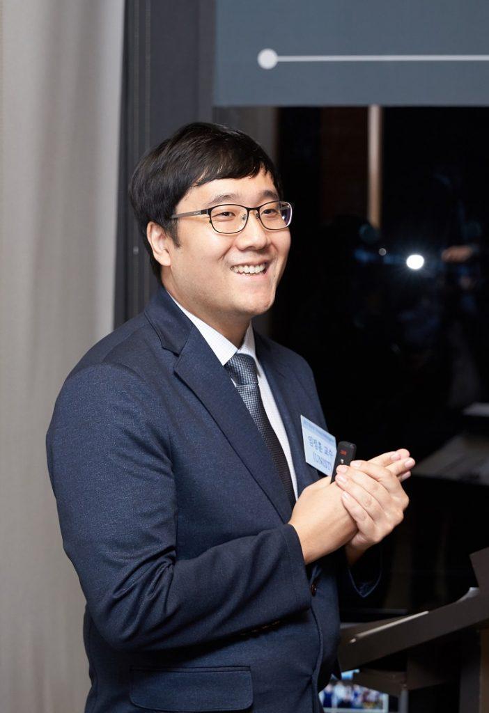 임정훈 교수가 수상소감을 발표하고 있다.   사진: 서경배 과학재단 제공