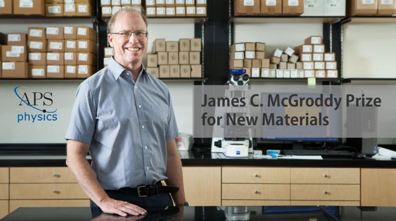 로드니 루오프 특훈교수가 UNIST에 위치한 IBS 다차원탄소재료연구단 실험실에서 사진을 촬영했다. | 사진: 아자스튜디오 이서연