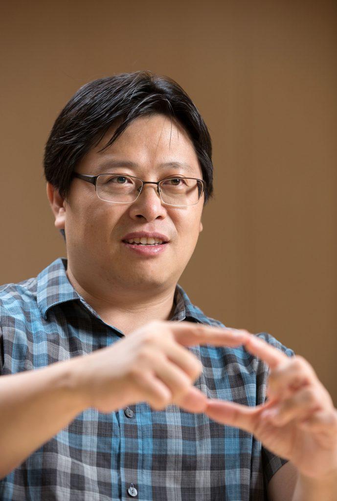 유자형 자연과학부 교수는 스스로 조립해서 미토콘드리아를 파괴할 수 있는 나노섬유구조를 개발했다. | 사진: 안홍범