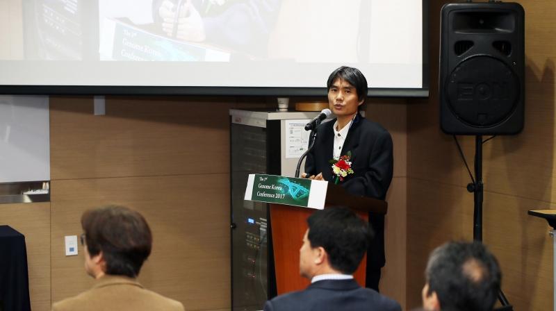 박종화 생명과학부 교수(게놈산업기술센터장)이 8일 열린 '제3회 게놈코리아 컨퍼런스'에서 '게놈코리아 프로젝트' 경과를 발표하고 있다. | 사진: 김경채