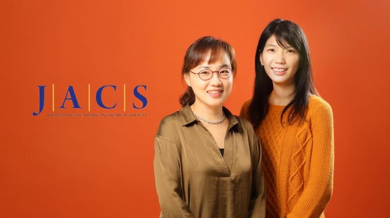 새로운 중수소 분리 시스템을 개발한 UNIST 연구진. 왼쪽부터 문회리 교수 김진영 연구원. | 사진: 김경채