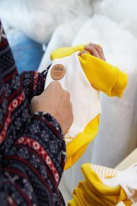 미싱피플은 주인이 입던 옷을 이용해 세상에 하나 뿐인 반려동물 옷을 제작하기도 한다. | 사진: 김경채