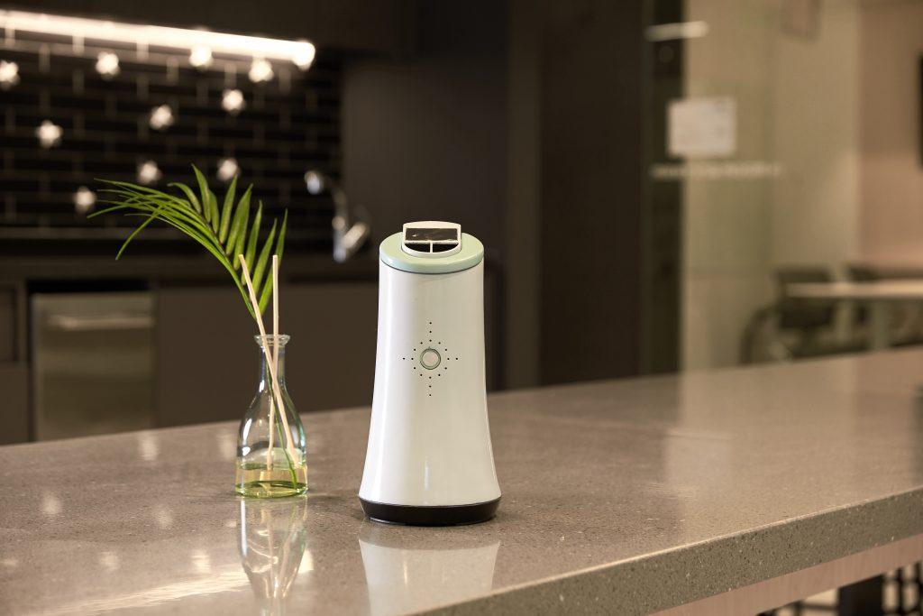 '제피'는 IAQ 허브(Indoor Air Quality Hub)로 기획된 제품이다. 내부에 부착된 센서로 공기질을 측정하고, 최적화된 환경을 위해 '뷰'를 작동시킨다. | 사진: 김경채