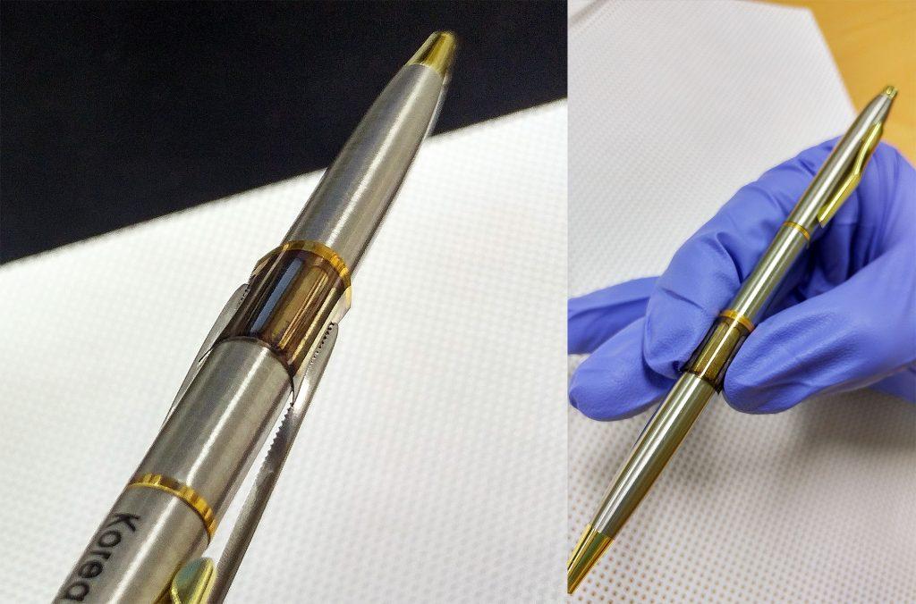 박혜성 교수팀이 개발한 그래핀 전극 기반 유기 태양전지_펜을 둘러쌀 정도로 잘 휘어진다.