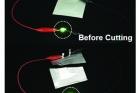 연구그림4-가위로-잘라도-정상-작동하는-플렉시블-전고체-리튬이온전지의-모습.jpg