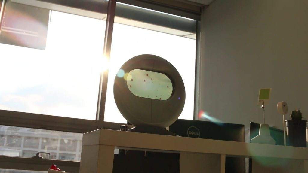 에어스코프는 탁상 위 오브제로서도 미적 기능을 발휘할 수 있으며, 미세먼지에 대한 직관적인 느낌을 전하기 유리하다.