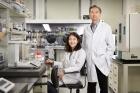 플렉시블-전고체-리튬이온배터리를-개발한-이상영-교수오른쪽와-김세희-연구원왼쪽.jpg
