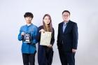 디지털-컬링-대회에서-우승한-UNIST-연구진의-모습_왼쪽부터-이교운-학생-김솔아-학생-최재식-교수.jpg