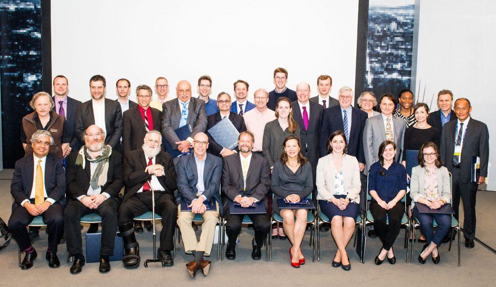로드니 루오프 특훈교수가 다른 수상자들과 함께 단체 사진을 찍었다. 이번 수상은 3월 5일부터 9일까지 미국 로스엔젤레스에서 열린 '2018 미국물리학회 춘계학술대회'에서 이뤄졌다. | 사진: 로드니 루오프 특훈교수 제공
