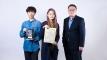 디지털 컬링 대회에서 우승한 UNIST 연구진의 모습_왼쪽부터 이교운 학생 김솔아 학생 최재식 교수