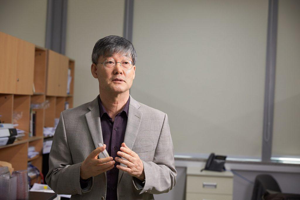 권혁무 교수는 톤이비피 유전자를 발견하고, 다양한 염증성 질환과의 관계를 풀어내며 난치성 극복에 도전하고 있다. | 사진: 김경채
