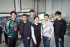 리튬이온배터리-성능을-향상시킬-전해질-첨가액을-개발한-UNIST-연구진의-모습_왼쪽부터-이재빈-연구원-홍성유-교수-조웅래-연구원-최남순-교수-한정구-연구원-채수종-연구원.jpg