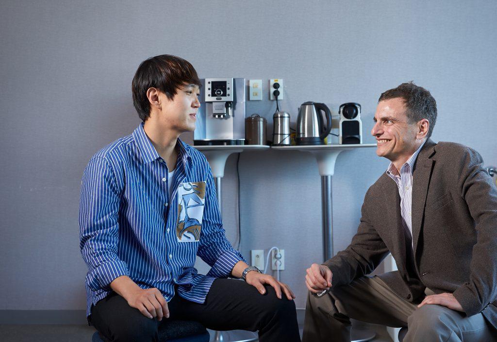 김세준 학생은 1학년때 수업을 통해 타타르 교수를 처음 만났다.   사진: 김경채