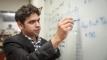 UNIST 전기전자컴퓨터공학부에서 박사 학위를 받은 사이 오루간티 박사의 모습. 그는 인도에서 교수로 살면서도 내내 유니스트가 그리웠다고 말했다. | 사진: 김경채