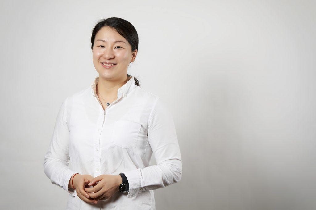 웬 자오(When Zhao) 박사는 IBS CMCM 소속으로 이번 연구에 참여해 이황화몰리브덴이 나노 리본으로 형성되는 분자 동역학 시뮬레이션을 풀어냈다. | 사진: 김경채