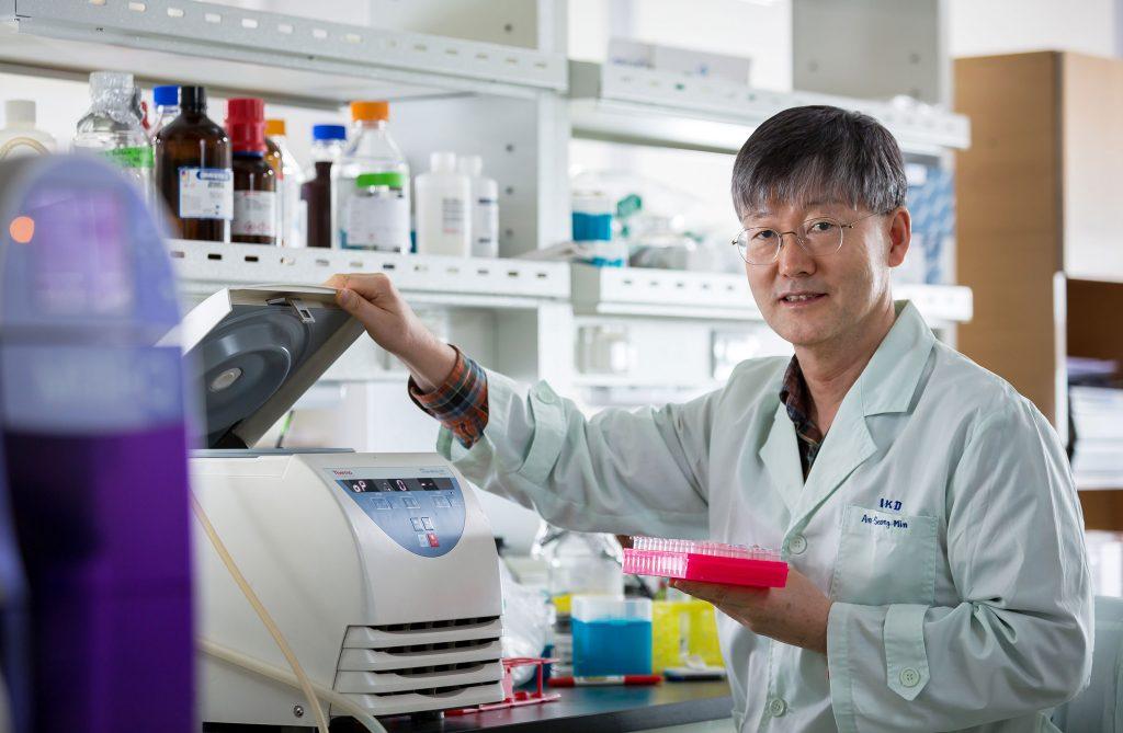 권 교수는 신장의 메커니즘을 연구하는 기초과학 연구에서 TonEBP를 중심으로 한 질병 연구로 전향했다. | 사진: 안홍범