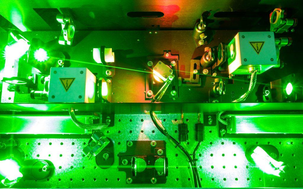 펨토초 레이저 증폭기. 초단파 레이저를 발생시켜 분자를 회전시킨다. 이때 측정된 정보를 통해 분자의 물성을 관측한다. | 사진: 토마스 슐츠 교수팀