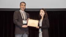 강사라교수(오른쪽)가 6월 4일 오후 3시(현지시간) 하와이에서 열린 아시아-오세아니아지구과학학회에서 카미드 메달을 받았다.